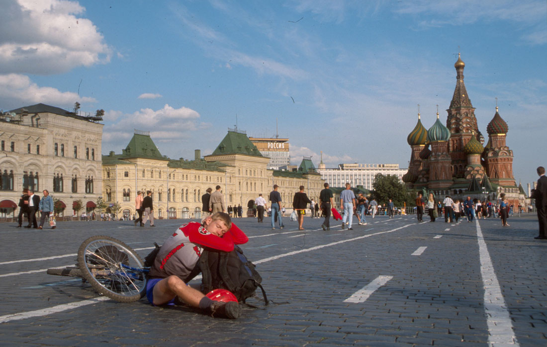 http://moscow.travel/wiki/images/e/ee/Red_Square.jpg